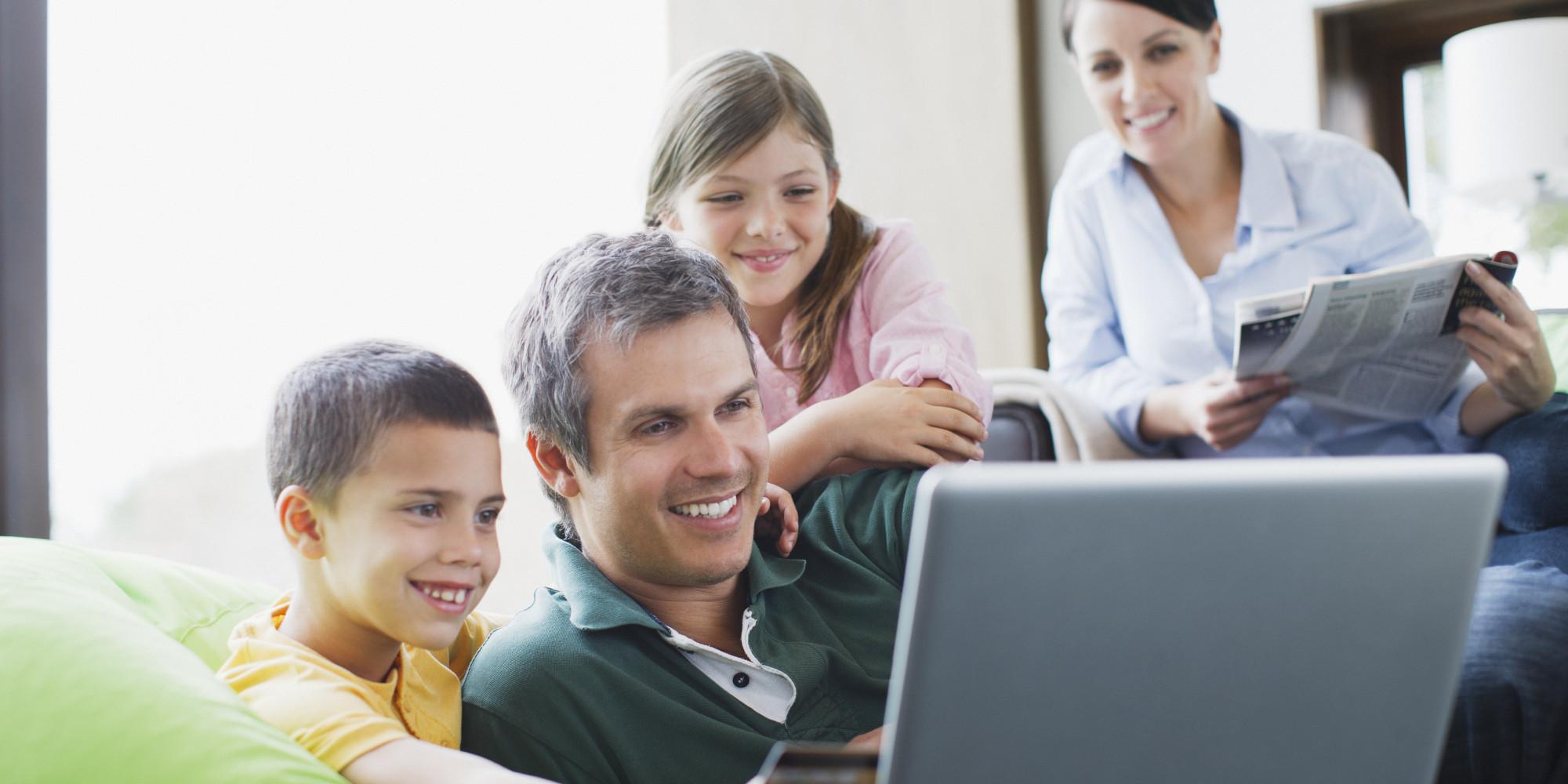 o-FAMILY-COMPUTER-facebook-1